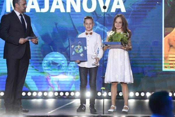 Jakub Koščo a Timea Majanová so svojimi oceneniami.