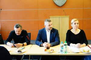 inisterka vnútra SR Denisa Saková a predseda vlády SR Peter Pellegrini pred začiatkom zasadnutia Ústredného krízového štábu (ÚKŠ) v súvislosti s výskytom nového koronavírusu (2019-nCoV) na Slovensku. Bratislava, 9. marec 2020.