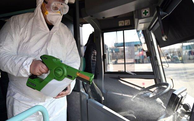 Aplikácia polymérovej dezinfekcie s dlhodobým účinkom elektrostatickým aplikátorom v autobusoch spoločnosti Arriva v Michalovciach