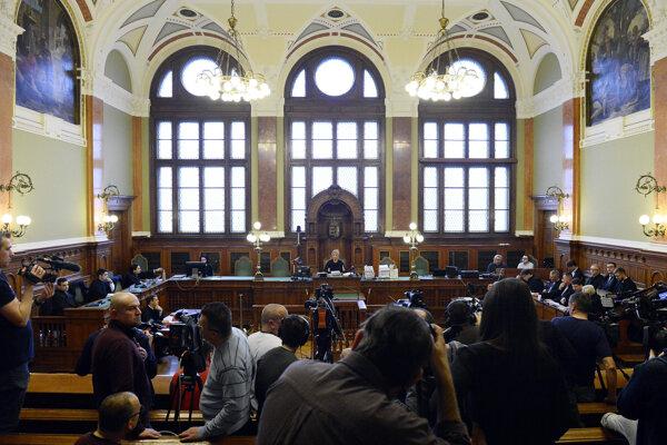 Súdna sieň, v ktorej sa pojednáva o prípade zrážok lodí na Dunaji s tragickými následkami.