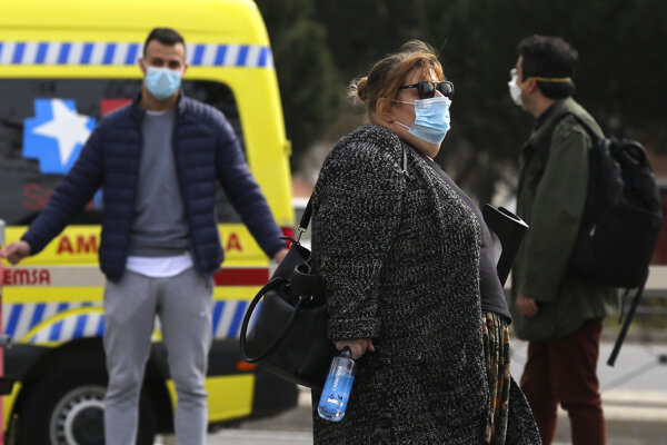 Španielsko je tak po Taliansku druhou najviac zasiahnutou krajinou v Európe.