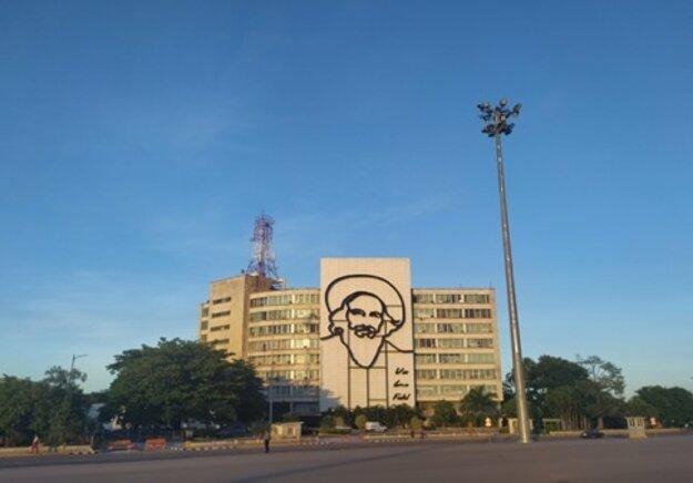 Podobizeň Fidela Castra na Námestí revolúcie.