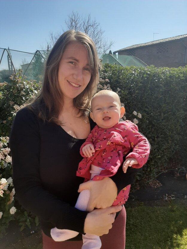 Tatiana Kopecká má šťastie v nešťastí, je čerstvo na materskej dovolenke a majú záhradu, kde už nakočíkovali kilometre.