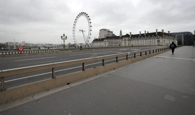 Počet ľudí v uliciach Londýna sa tiež znížil.