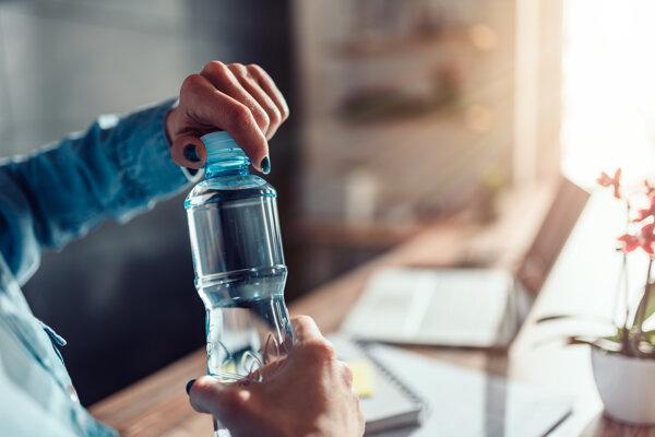 Ľudské telo tvorí až zo 60 percent voda. Ak chýba, nastupuje dehydratácia.