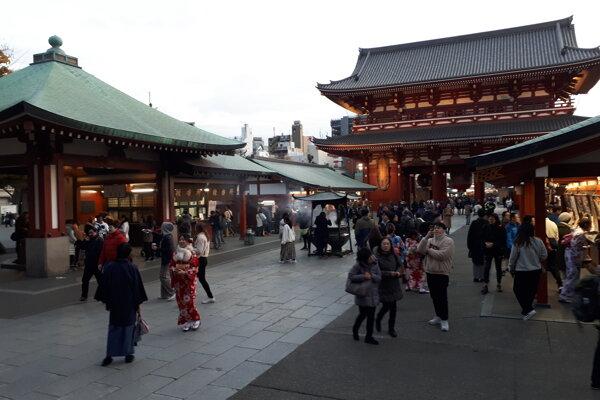 Zo starej Asakusy sa zachoval iba chrám Sensó-dži pochádzajúci zo 7. storočia.
