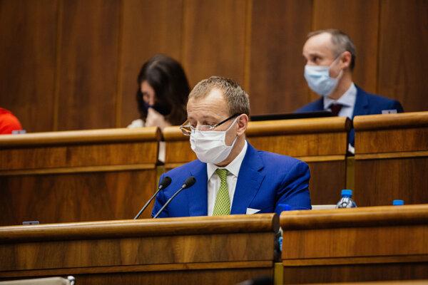 Predseda parlamentu za hnutie Sme rodina Boris Kollár počas rokovania 2. schôdze Národnej rady SR.