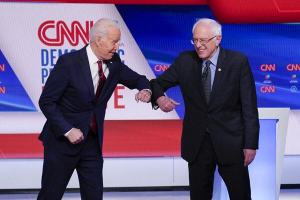 Joe Biden (vľavo) a Bernie Sanders.