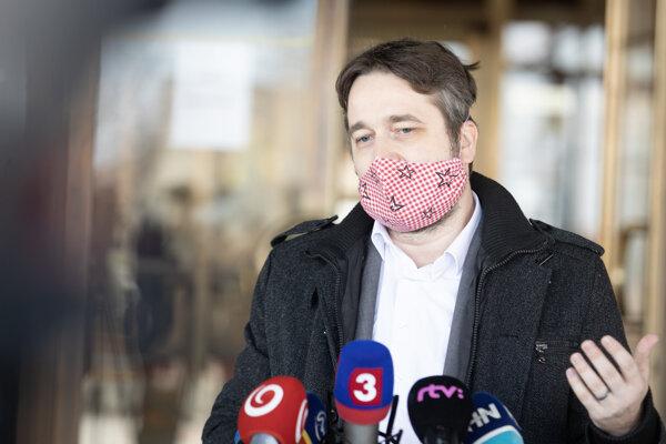 Poslanec za stranu SMER Ľuboš Blaha počas brífingu.