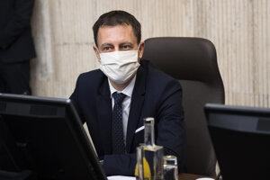 Minister financií Eduard Heger (OĽaNO) počas 4. rokovania vlády v Bratislave 25. marca 2020.