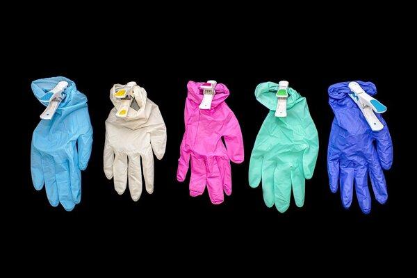 Latexové a gumené rukavice neptaria do triedeného odpadu.