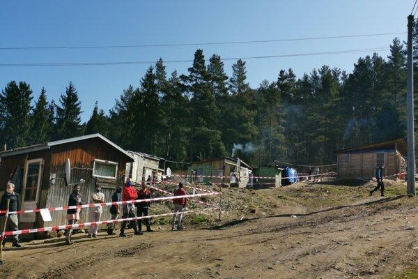 Pre jedného muža ostalo v karanténe 80 ľudí z Hájika.