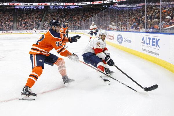 Tomáš Jurčo (vľavo) sa teší na hokejovú atmosféru v Las Vegas.