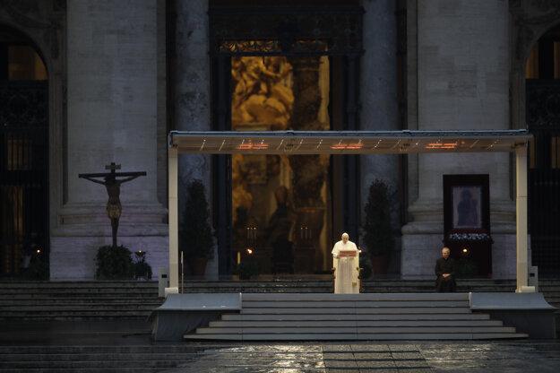 Pápež počas Urbi et orbi.
