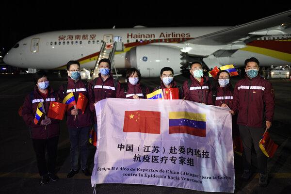 Tím expertov tvoria špecialisti na infekčné choroby, urgentnú medicínu, laboratórne testovanie, ako aj na tradičnú čínsku medicínu.