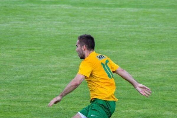 Stredopoliar FK Marcelová Attila Bottyán v akcii