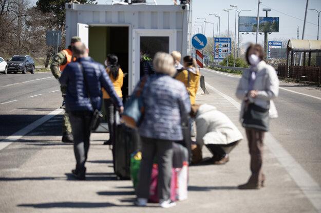 Aktuálna situácia na hraničnom priechode Petržalka - Berg v Bratislave.