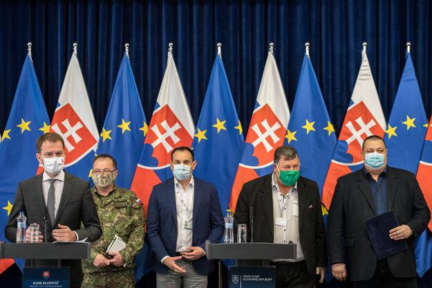 Koronavírus na Slovensku: Igor Matovič a členova krízového štábu.