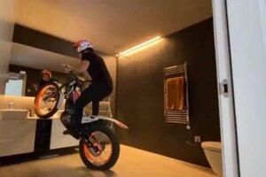 Antoni Bou sa predviedol na motorke vo vlastnom dome.