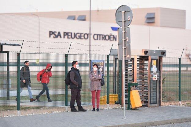 Koronavírus na Slovensku: Trnavská utomobilka zastavila výrobu z dôvodu pandémie ochorenia COVID-19 už 19. marca.