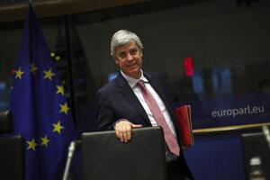 Euroskupinu vedie portugalský minister Mário Centeno. Teraz len cez videohovory.