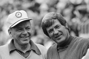 Doug Sanders (vpravo) a vedľa neho Frank Sinatra.