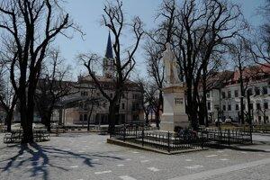 Námestie Majstra Pavla v Levoči pri soche Ľudovíta Štúra počas opatrení kvôli pandémii nového koronavírusu a ochoreniu Covid-19.