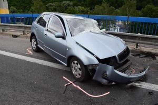 Zrážka s kamiónom stála 51-ročnú vodičku život.