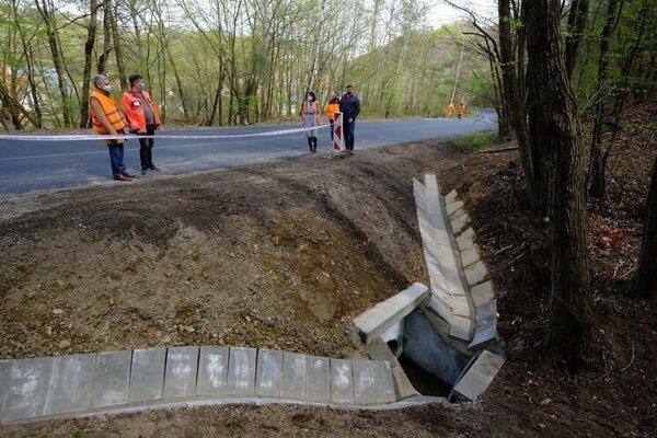 Na opravu zlého technického stavu cesty na Zlatú Idku vyčlenil kraj takmer 200 500 eur.