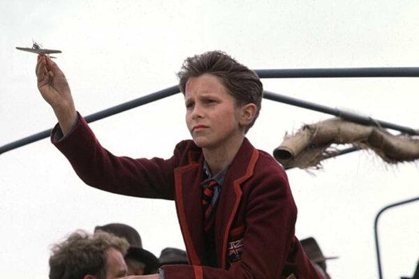 V Ríši slnka absolvoval filmový debut trinásťročný Christian Bale.