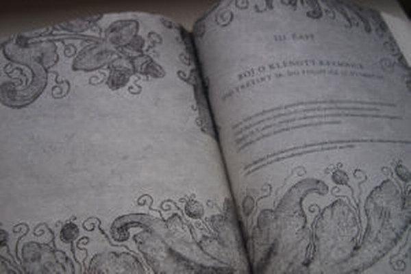 Kniha Kremnica - mesto klenotov je plná faktov aj zaujímavostí z bežného života obyvateľov Kremnice v minulosti.