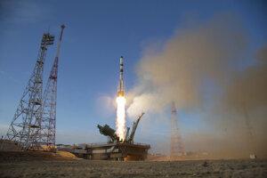 Štart ruskej zásobovacej vesmírnej lode Progress zo strediska Bajkonur.