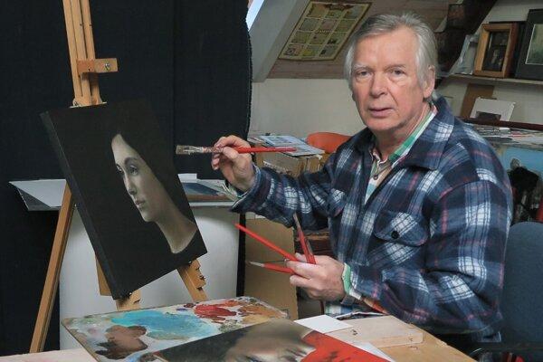 Pavol Muška vo svojom ateliéri.
