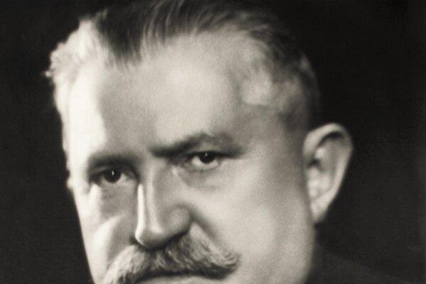 Viliam Pauliny (1877 – 1945): Zakladajúci člen Matice slovenskej, riaditeľ Národnej banky v Banskej Bystrici, redaktor a publicista, za 1. Československej republiky poslanec parlamentu v Prahe.