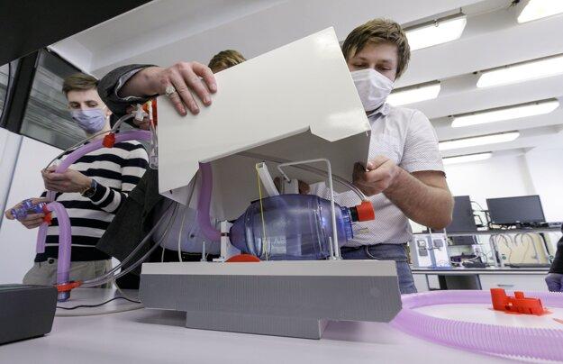 Pľúcny ventilátor mladých slovenských vedcov sa už vyrába sériovo.