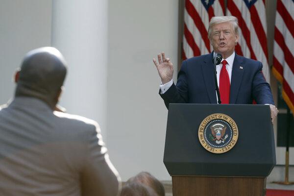 Americký prezident Donald Trump počas svojho tradičného brífingu.