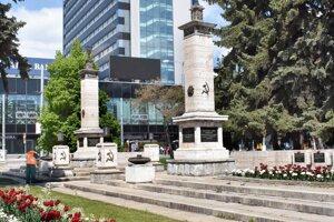 Pomník padlým vojakom Sovietskej armády je národnou kultúrnou pamiatkou. Miesto výstavby vybrali stavitelia zámerne, na tomto námestí pochovávali počas vojny mŕtvych vojakov.
