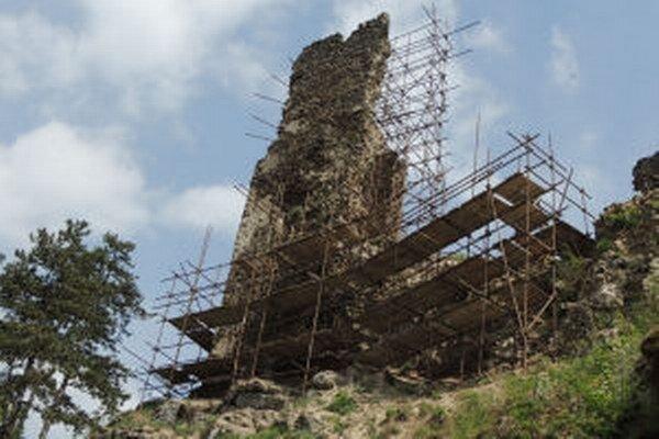 Špeciálny rebrík má pomôcť pri obnove.