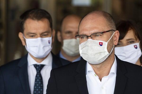 Predseda vlády Igor Matovič (OĽaNO) a minister hospodárstva a prvý podpredseda vlády pre ekonomiku Richard Sulík (SaS).