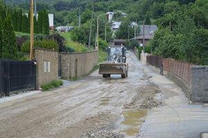 Odstraňovanie škôd po búrke v lete 2019. Cestu k tunelu spolu s kanalizáciou plánujú opraviť.