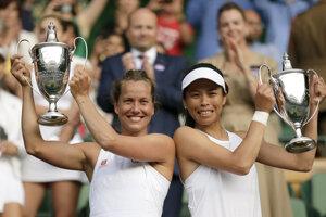 Barbora Strýcová (vľavo) a Su-Wei Hsieh vyhrali štvorhru vo Wimbledone 2019.