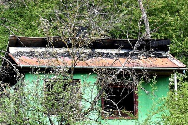 Podpálenie chatky malo podľa rodiny zastaviť ich návrat do záhradkárskej lokality.