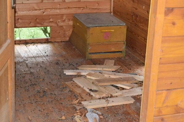 Včelár z Habury našiel poškodené úle.