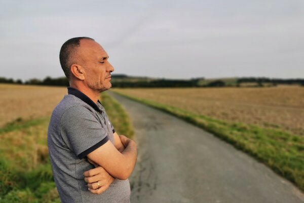 Chalíl al-Dakhi, muž, ktorý dostal zo zajatia islamistov 270 ľudí.