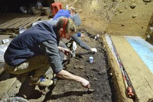 Nálezy z jaskyne Bačo Kiro v severnom Bulharsku analyzoval medzinárodný tím vedcov.