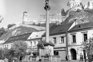 Morový stĺp v 50. rokoch minulého storočia.