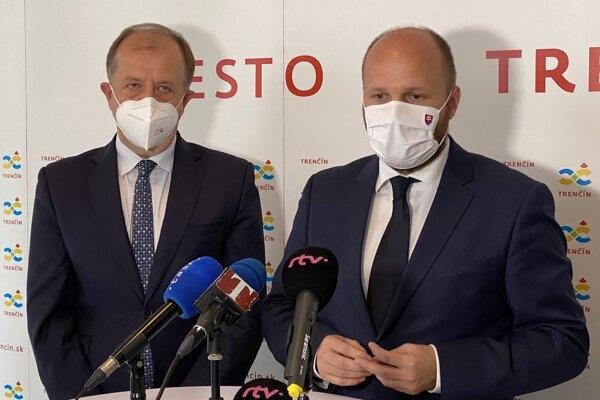 Primátor Trenčína Richard Rybníček a minister obrany Jaroslav Naď.