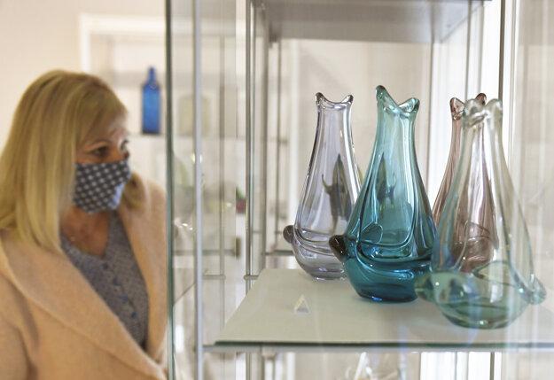 Výstava Pohľad cez sklo zberateľky Kláry Samuelisovej.
