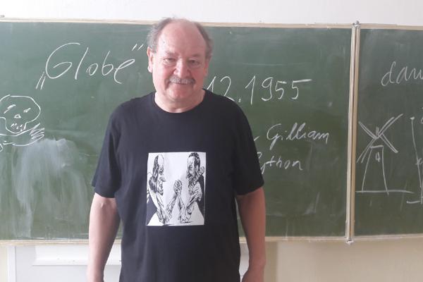 Spisovateľa a textára Daniela Heviera si školy pozývajú na svoje online hodiny.