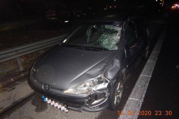 foto z miesta tragickej nočnej nehody na R1.